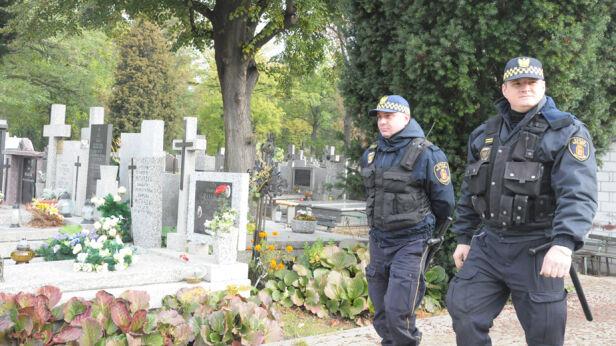 Straż miejska na cmentarzach straż miejska