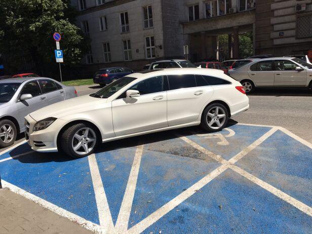 Mercedes na dwóch kopertach ZDM