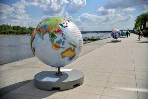 Wystawa Cool Globes Warsaw na bulwarach wiślanych