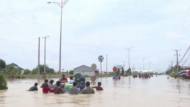 Ogromne ulewy, a po nich powodzie. <br />Zginęły 24 osoby