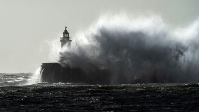 Druga ofiara śmiertelna sztormu Ciara w Wielkiej Brytanii. Na horyzoncie sztorm Dennis