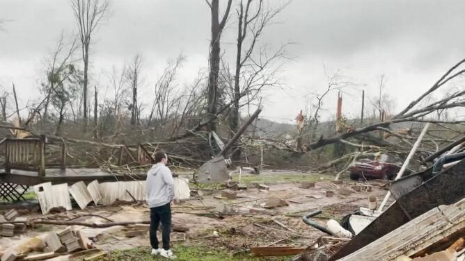 Seria potężnych tornad w Alabamie. <br />Zginęło co najmniej pięć osób
